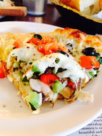 Beaver Meadows, Pensilvania: Slice of vegetable pizza...DELICIOUS!