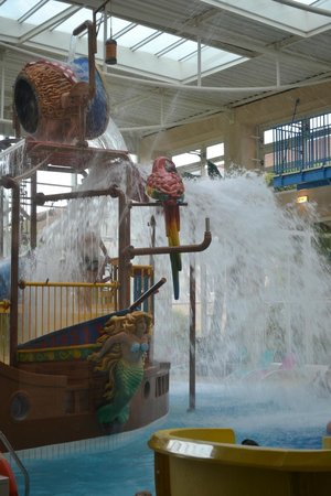 Explorers Hotel: piscine