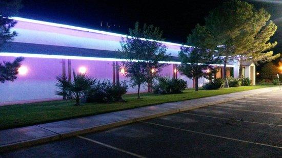 Saddle West Hotel, Casino and RV Resort: Le camere viste dal posteggio