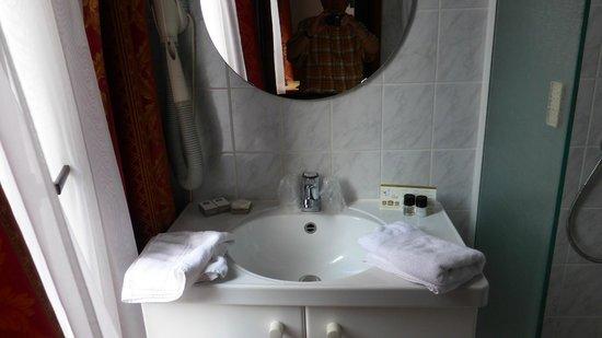 Badezimmer (Standardzimmer) - Photo de Hotel Richmond Blankenberge ...