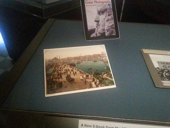 Biblioteca del Congreso: Galata Köprüsünün resmi...