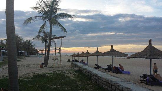 Ana Mandara Hue: Beach sunset