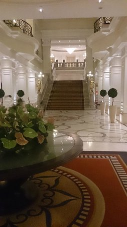 Corinthia Hotel Budapest: The entrance