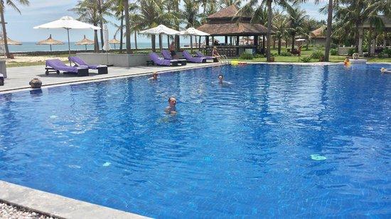 Ana Mandara Hue Beach Resort: Pool