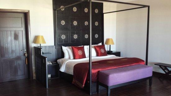 Ana Mandara Hue Beach Resort: Villa bed