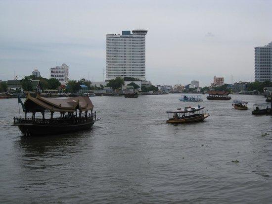 Shangri-La Hotel,Bangkok: View of Chao Phraya River