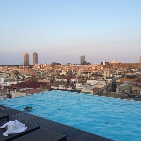 Grand Hotel Central: The pool with a stunning view