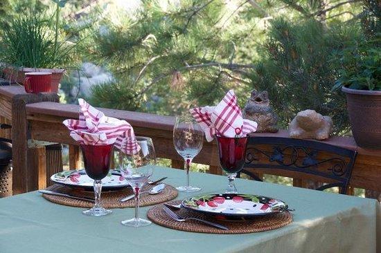 Mountain River Inn Bed & Breakfast: Breakfast for Gerald & Ricki-GL