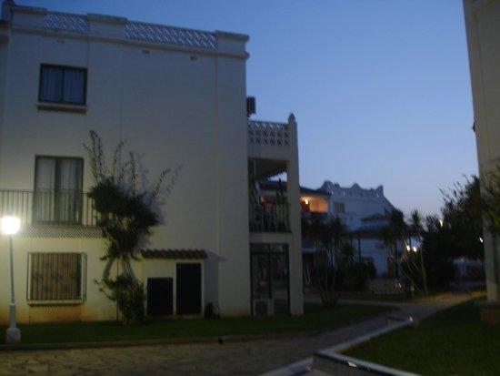 Residence Playa Romana : batiment vue de l'extérieur