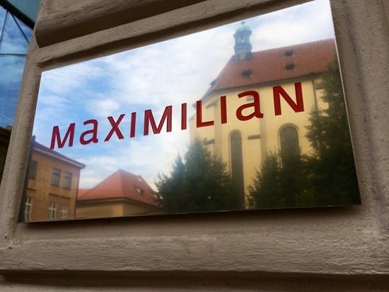 Maximilian Hotel: Front sign subtle. Nothing garish here