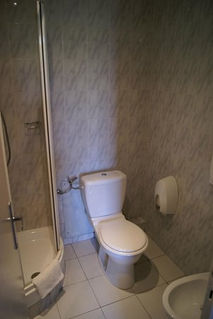 Hotel Aiglon: bathroom