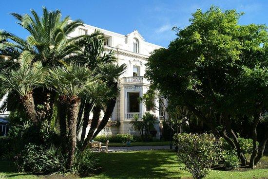 Hotel Aiglon: Front of hotel