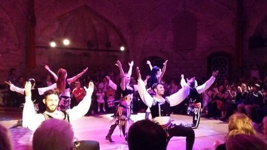 Hodjapasha Cultural Center : danza tradicional