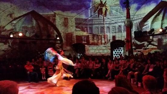 Hodjapasha Cultural Center: danza del vientre femenina