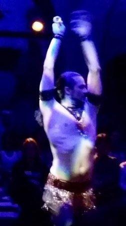 Hodjapasha Cultural Center: danza del vientre masculina