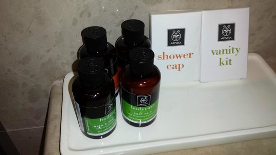 Avra Imperial Hotel: Bathroom products