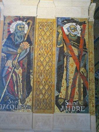 Sanctuaire Sainte Thérèse : les vitraux