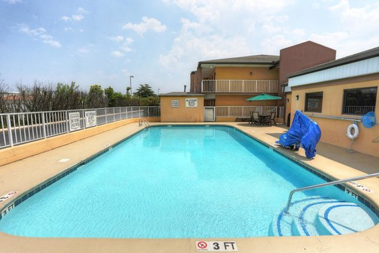 Quality Inn Duncan Spartanburg West : Pool