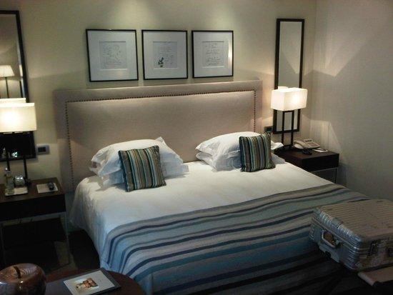 Hotel Amigo : bed of small standard room 345