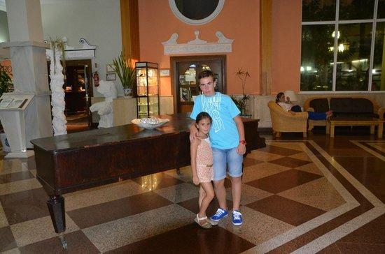 Playacapricho Hotel: hall