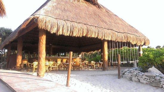 Valentin Imperial Maya: Beach Bar at Sunrise