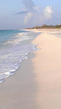 Valentin Imperial Maya: Beautiful Resort Shoreline