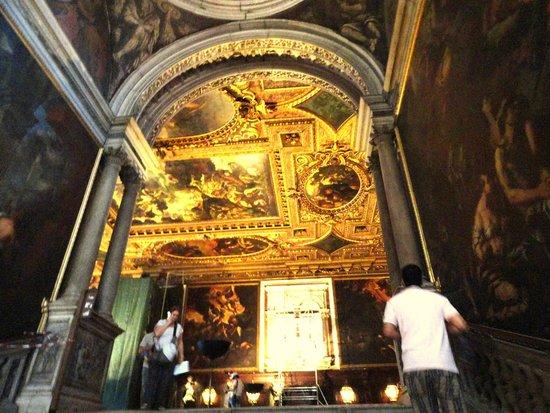 Scuola Grande di San Rocco: Stairs