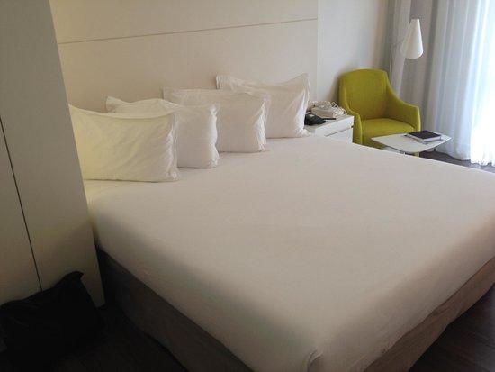 H10 Urquinaona Plaza : Skön säng