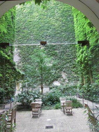 Hotel KUNSThof: Внутренний двор отеля KUNSThof