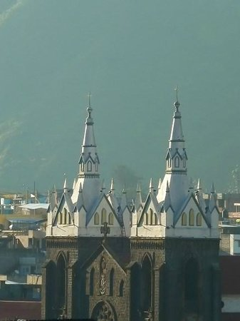 Church of the Virgin of the Holy Water (Nuestra Señora del Agua Santa): Sus cúpulas
