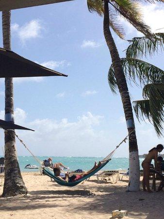 Cocoplum Beach Hotel: пляж отеля