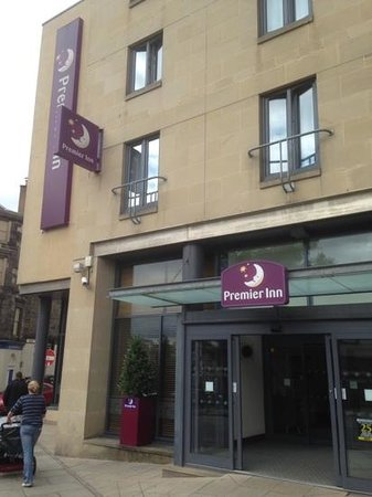 Premier Inn Edinburgh Central (Lauriston Place) Hotel : Main Entrance Clear Signage