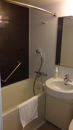 Hotel Gracery Tamachi: 機能的にまとめられたバスルーム