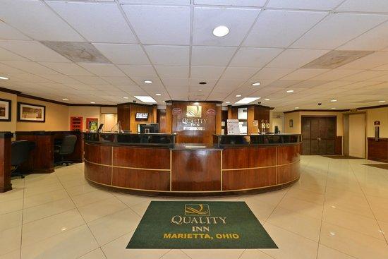Quality Inn : Front Desk/Lobby