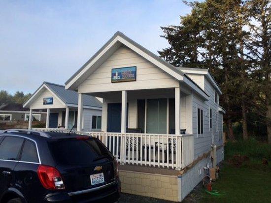 Oceanside Beachfront RV Resort: cool cabin
