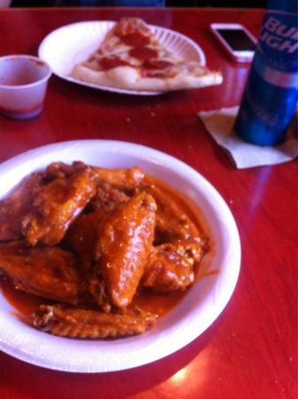 DeLosa's Pizza : Wings