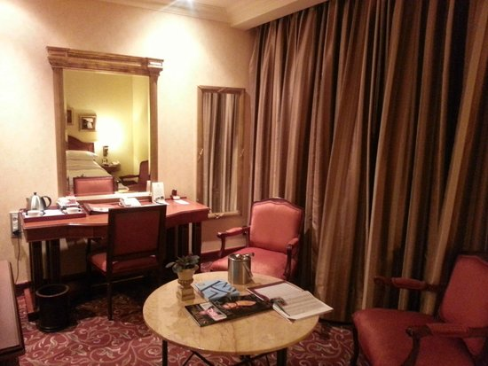 Michelangelo Hotel: The room