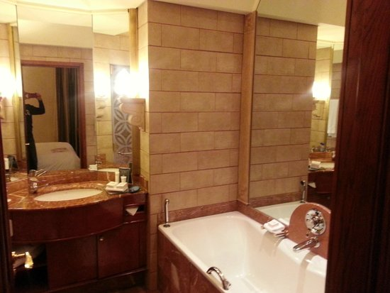 Michelangelo Hotel: Bathroom