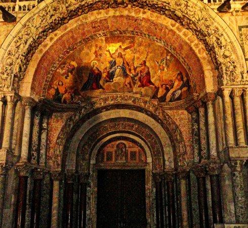 Basilique Saint-Marc : Main entrance
