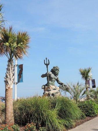 Hilton Garden Inn Virginia Beach Oceanfront: Neptune's Statue about a 2 minute walk from the hotel