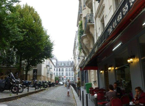 Adagio Paris Montmartre: vue de la rue