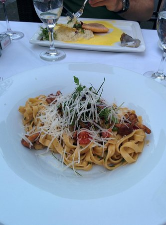 Gios' Fagiano Bar & Restaurant: Tagliatelle with chanterelle (Brook trout in the back)
