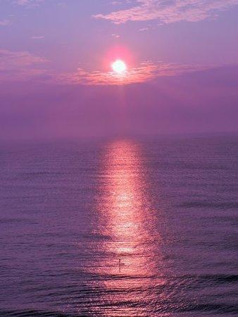 Hilton Garden Inn Virginia Beach Oceanfront: Beautiful Sunrise from our balcony (13th floor)
