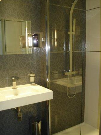 Hotel des Arceaux : salle de bains