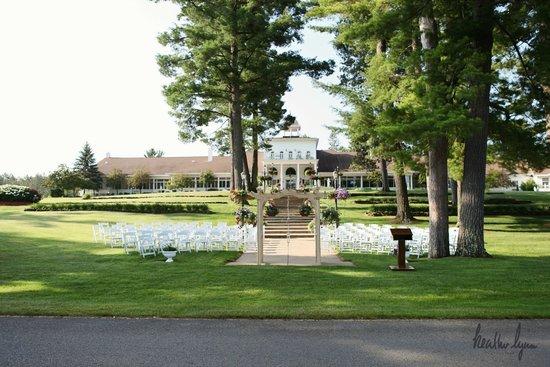 The Four Seasons Island Resort : Front lawn wedding set up