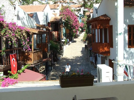 Hotel Club Phellos: Street Leading to Hotel