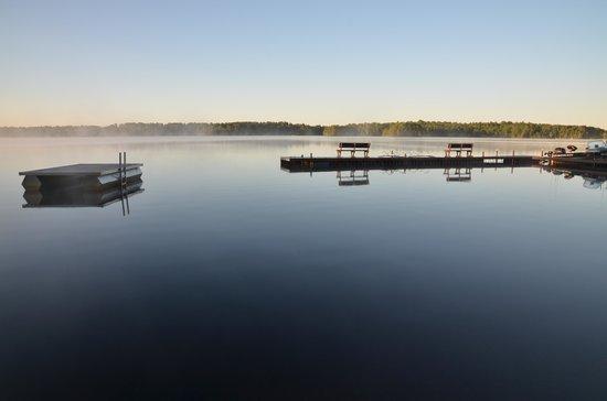 Deer Ridge Resort : Early at the dock