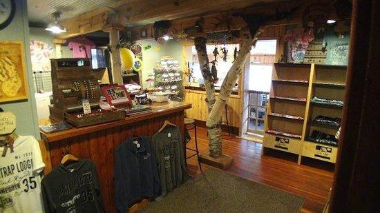 Mantrap Lodge: Gift Shop