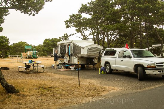 Beachside State Park : campground beside playground