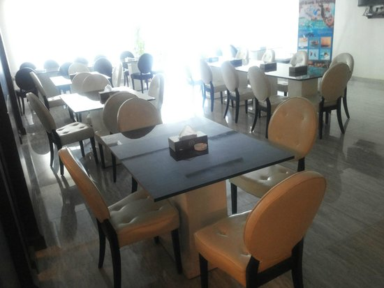 Al Zaitouna: front restaurant